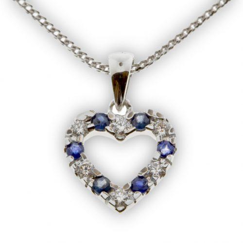 Iris hjerte hvitt gull 0,18 tw/si og safirer.