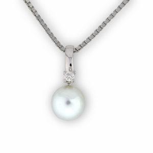 Evita perlesmykke med diamant