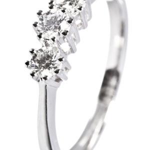 Diamantring i hvitt gull med 0,45 carat tw/si diamanter.